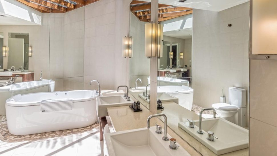 Spicers Peak Lodge Bathroom