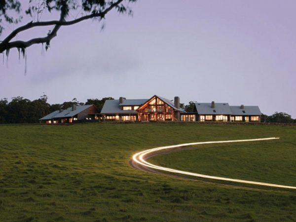 Spicers Peak Lodge Dusk