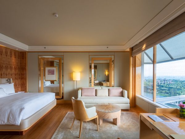 The Ritz Carlton Millenia Singapore Club Deluxe Suite