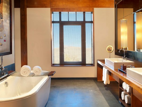 The St. Regis Lhasa Resort Deluxe Room two Twin Single Bed