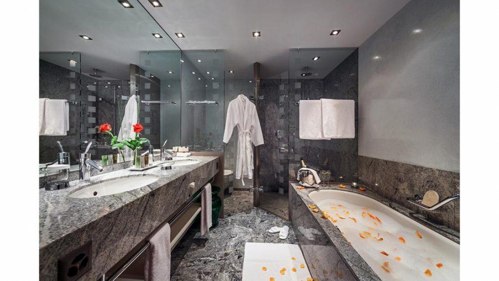 Tschuggen Grand Hotel Arosa Deluxe Double Bathroom