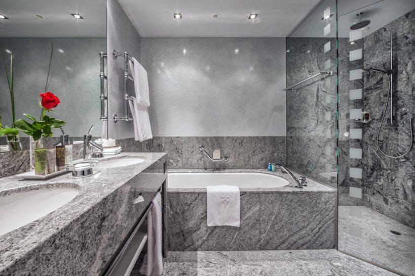 Tschuggen Grand Hotel Arosa Junior Suite Bathroom