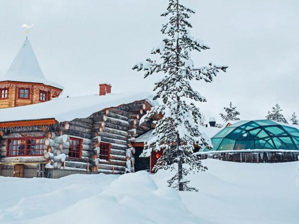 Kakslauttanen Arctic Resort Lobby