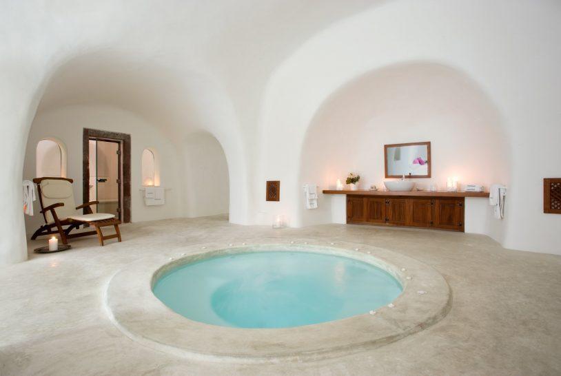Perivolas hotel Luxury Suite private jacuzzi