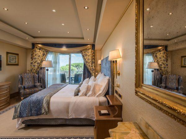 Rome Cavalieri, A Waldorf Astoria Resort Corner Suite
