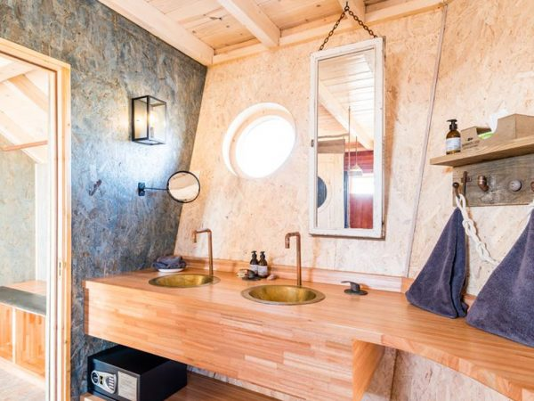 Shipwreck Lodge Bathroom