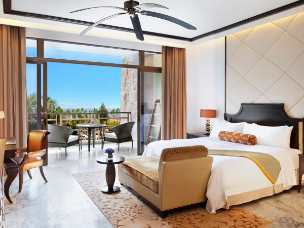 The St. Regis Sanya Yalong Bay Resort Deluxe Ocean Room Guest room, 1 King, Ocean view, Balcony
