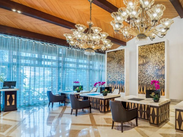 The St. Regis Sanya Yalong Bay Resort Front Desk
