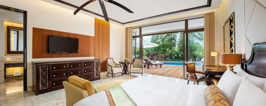 The St. Regis Sanya Yalong Bay Resort Lagoon Room Guest room, 1 King, Lagoon view, Pool access, Balcony
