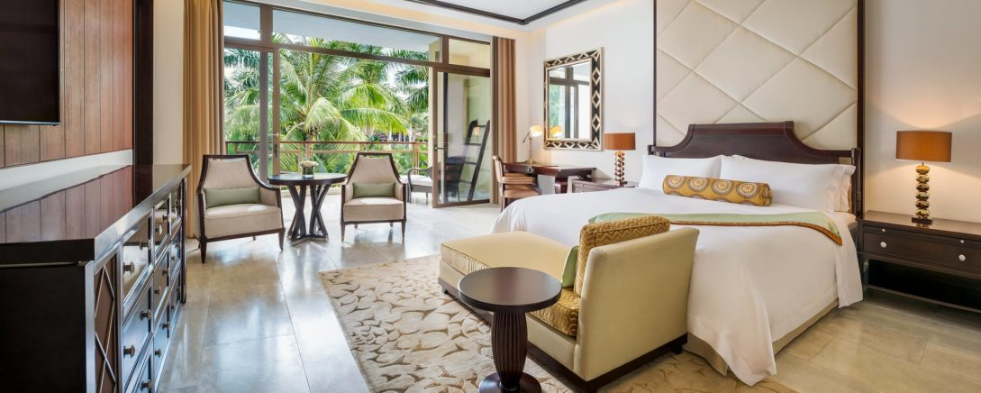 The St. Regis Sanya Yalong Bay Resort St. Regis Room Guest room, 1 King, Garden view, Balcony