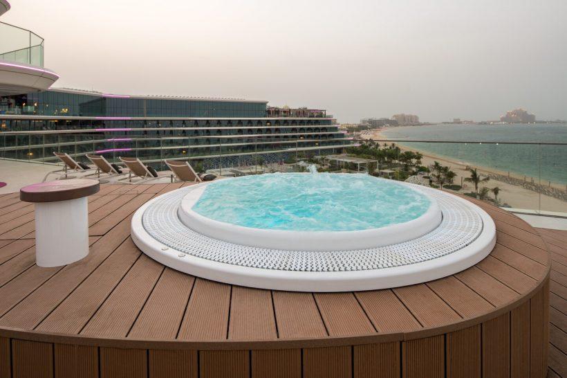 W The Palm Dubai Extreme Wow Suite Jacuzzi