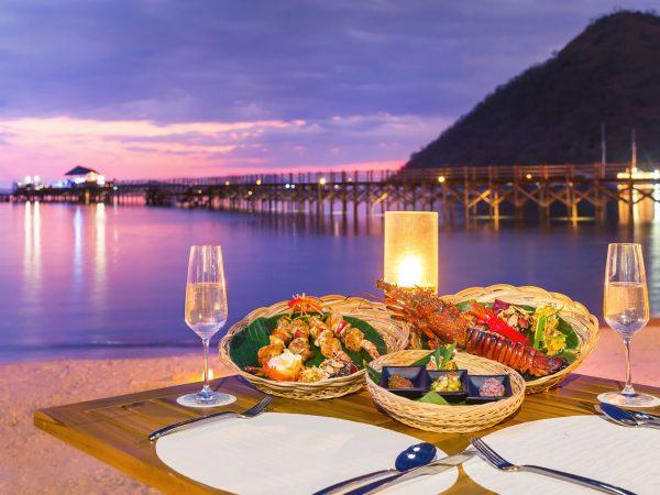 Ayana Komodo Resort, Waecicu Beach Kisik Grill