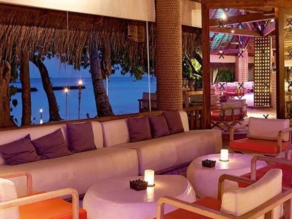 Constance Moofushi Maldives Manta Bar