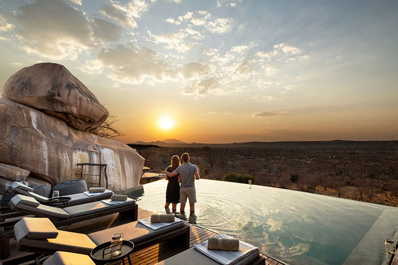 Jabali-Ridge-Couple-enjoying-the-sunset-by-the-pool