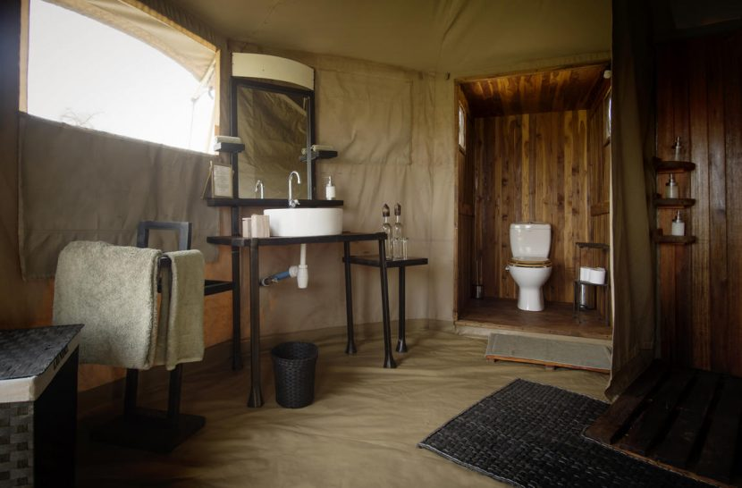 Namiri Plains Camp Bathroom