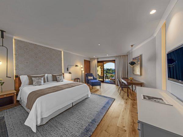 St Regis Mardavall Mallorca Resort Deluxe Guest room, 1 Queen, Seafront, Main Building, Balcony