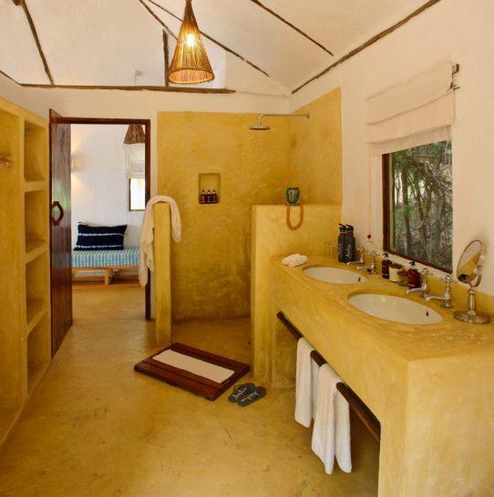 Rubondo island Bathroom