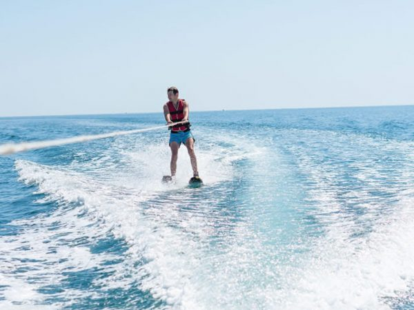 Anantara The Palm Dubai Resort Wakeboarding & Kneeboarding