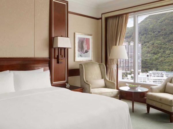Island Shangri La Hong Kong Deluxe Peak View Room