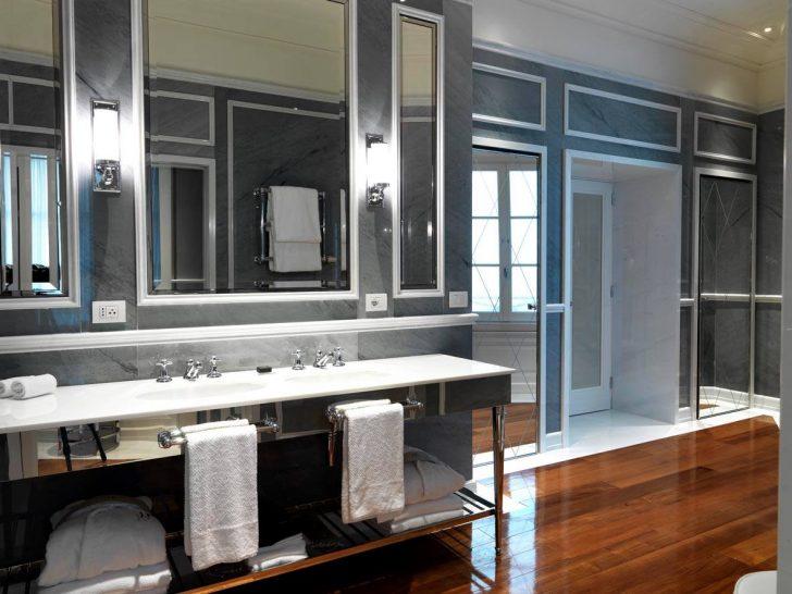 JK Place Roma Superior Double Room Bathroom
