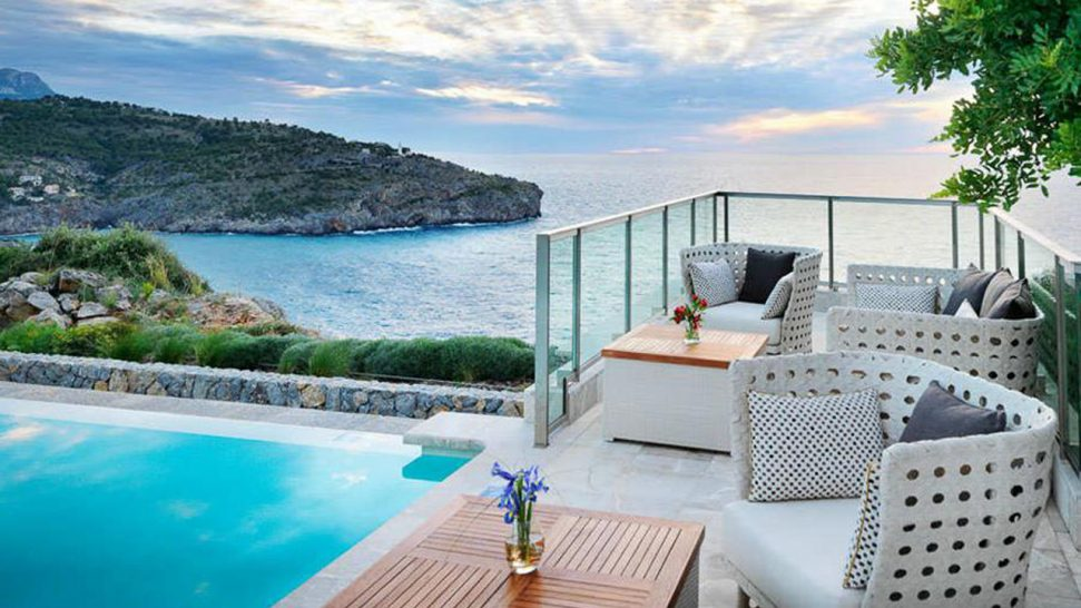 Jumeirah Port Soller Hotel and Spa Infinity Pool Bar