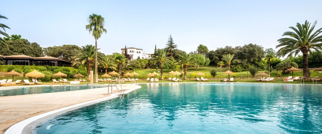 La Bobadilla A Royal Hideaway Hotel Pool