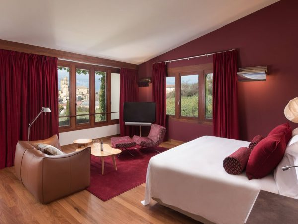 Marques de Riscal, a Luxury Collection Elciego Deluxe Spa Twin Guest room, 2 Twin Single Bed Vineyard view, Mountain view, Spa building