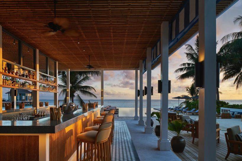 Raffles Maldives Meradhoo Long Bar