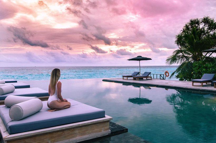 Raffles Maldives Meradhoo Pool