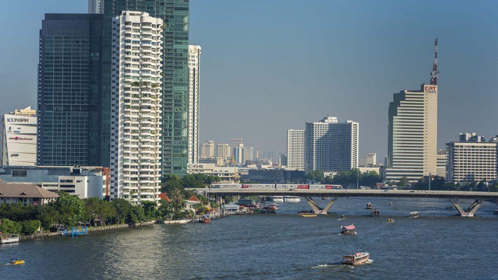 Four Seasons Hotel Bangkok Chao Phraya River Private Boat Cruise