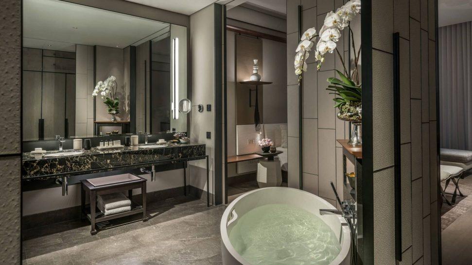 Four Seasons Hotel Bangkok Chao Phraya River Studio River View Suite