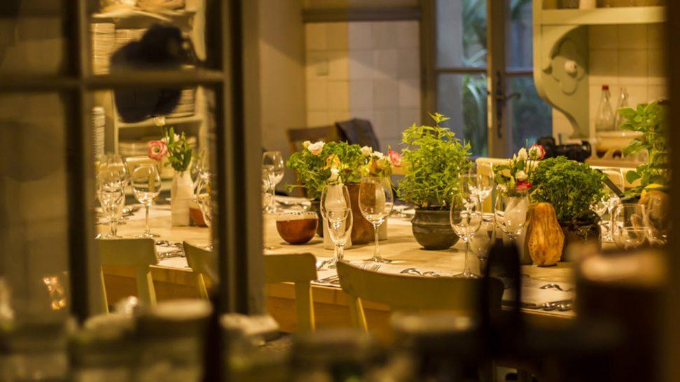 Hotel La Mirande Guest Table