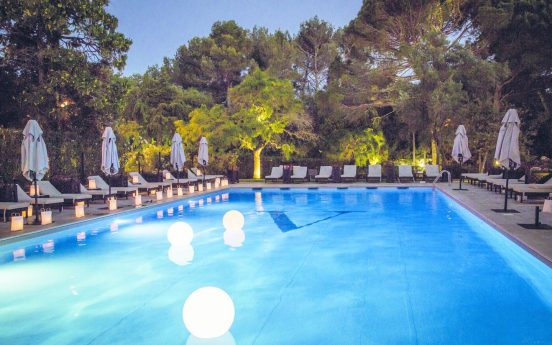 Hotel le Vallon de Valrugues Garden pool Bar