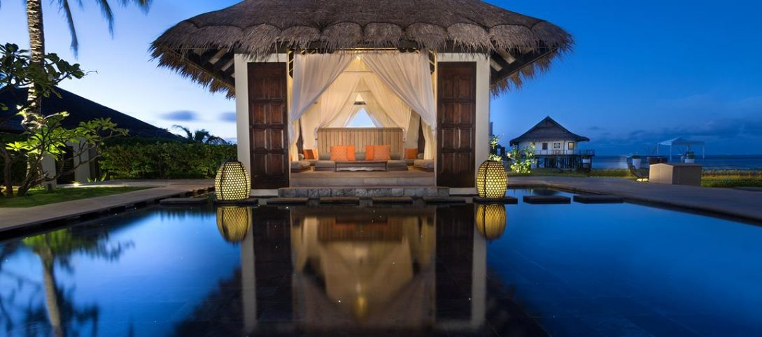 Jumeirah Vittaveli Maldives Aqua Dinner