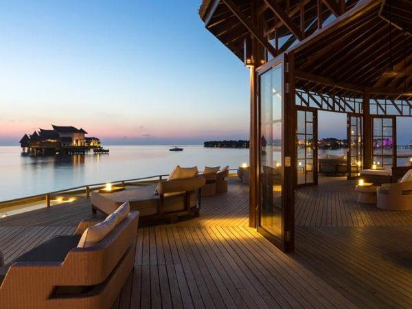 Jumeirah Vittaveli Maldives Main Bar