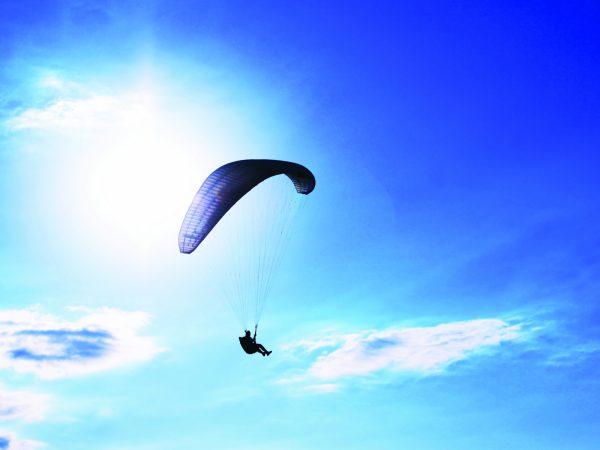 Le Mirador Resort and Spa Action Paragliding