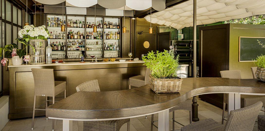 Villa Cora Pool Bar