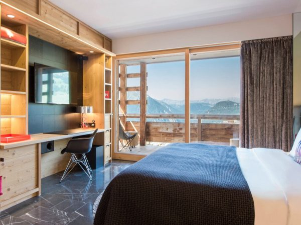 W Verbier Spectacular Guest Room, 1 King, Best Valley View, Fireplace, Balcony