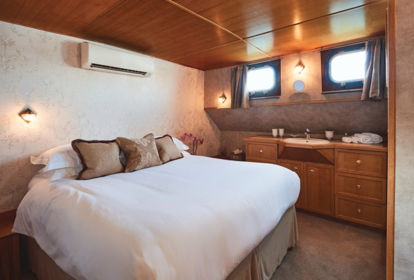 Belmond Afloat in France Hirondelle bedroom
