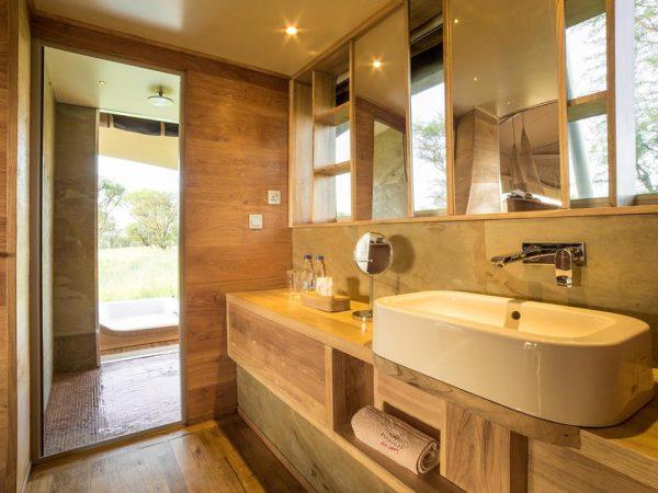 Roving Bushtops Camp Bathroom