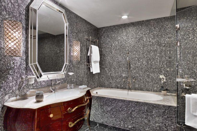 The St. Regis Moscow Nikolskaya Astor Suite Bathroom