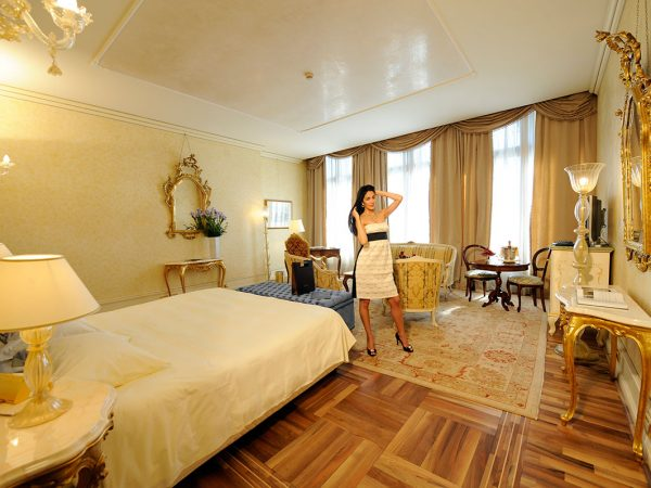 Ca'Sagredo Hotel Grand Canal Suite Four-Light Window Suite