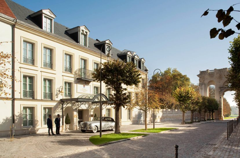 Auberge du Jeu de Paume Chantilly Entrance