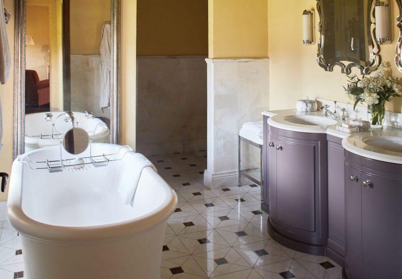Belmond Castello di Casole Grandiosa Suite Bathroom
