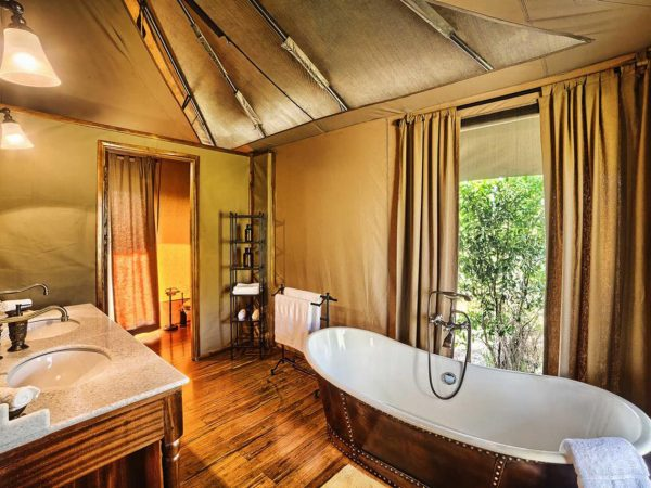 Elewana Sand River Masai Mara Bathroom
