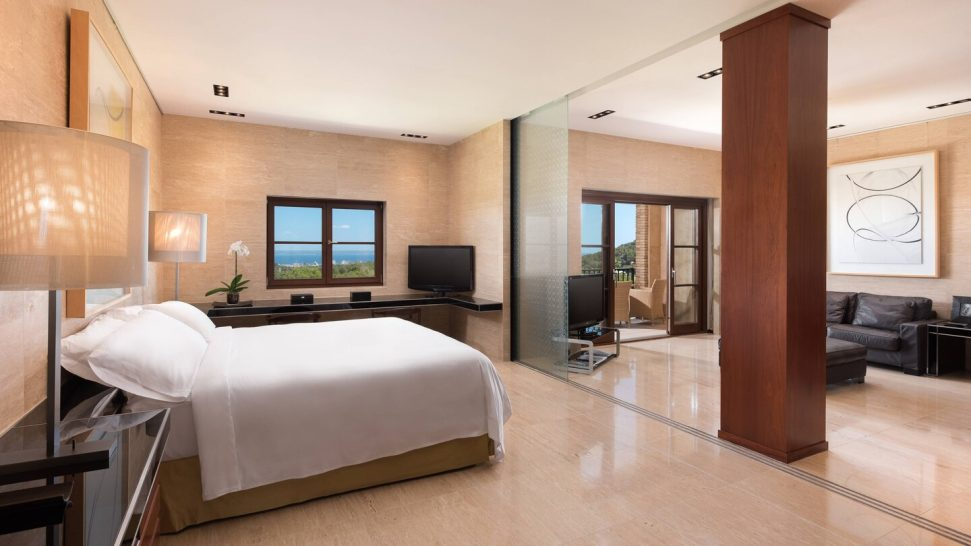 Loewe Suite 1 Bedroom Suite, 1 King, Bathrooms Bay view, High floor, Balcony