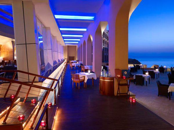 Shangri-La Al Husn Resort and Spa Mahhara Beach Bar