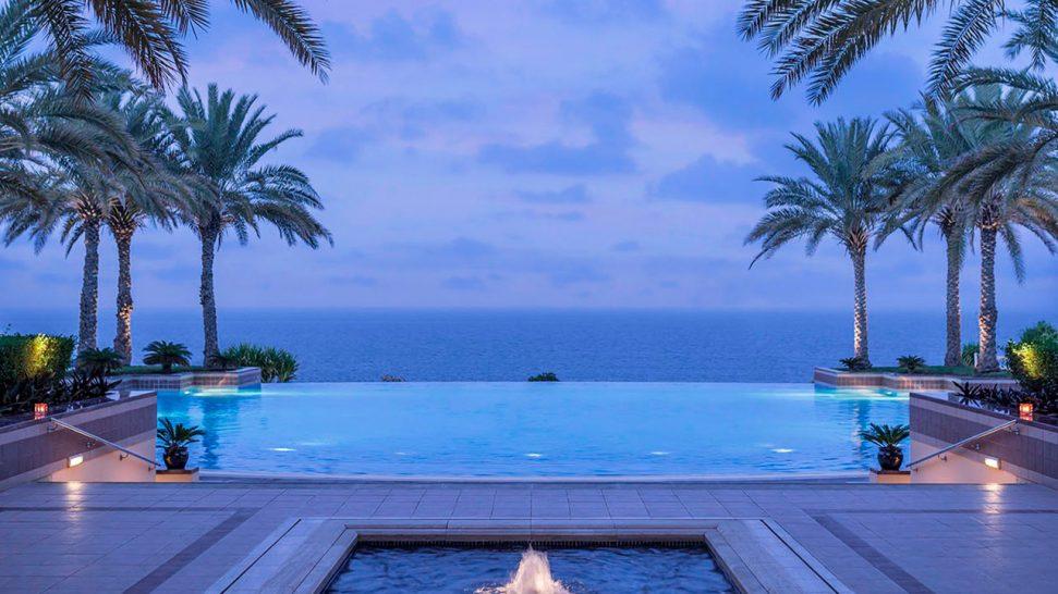 Shangri-La Al Husn Resort and Spa Pool