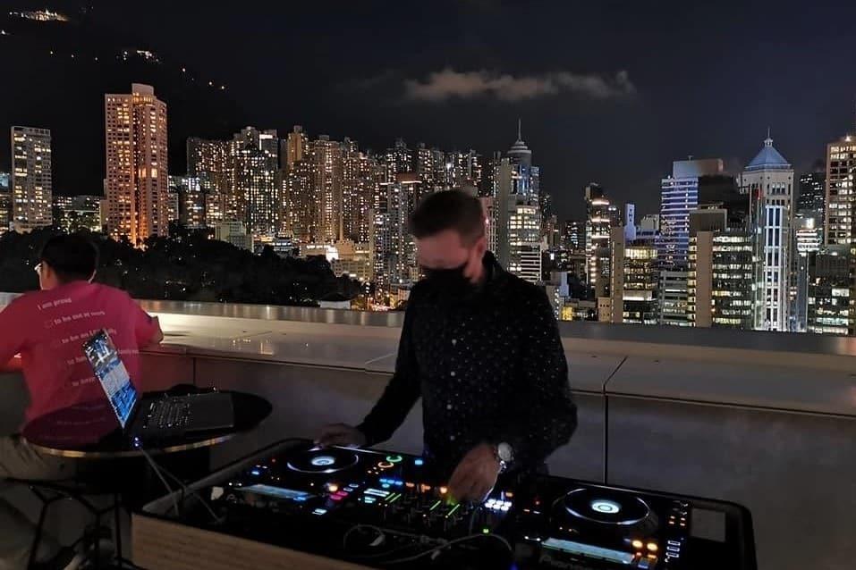 Popinjays Rooftop Bar The Murray Hong Kong
